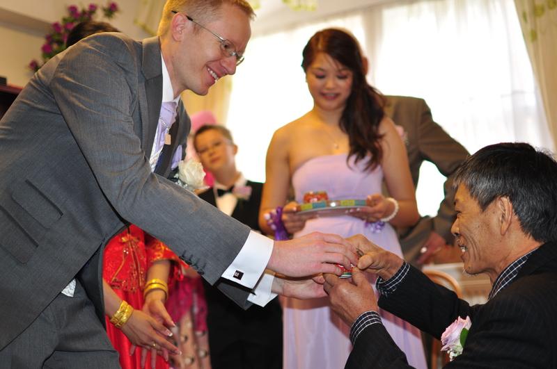 Ceremonia picia herbaty podczas chińskiego ślubu