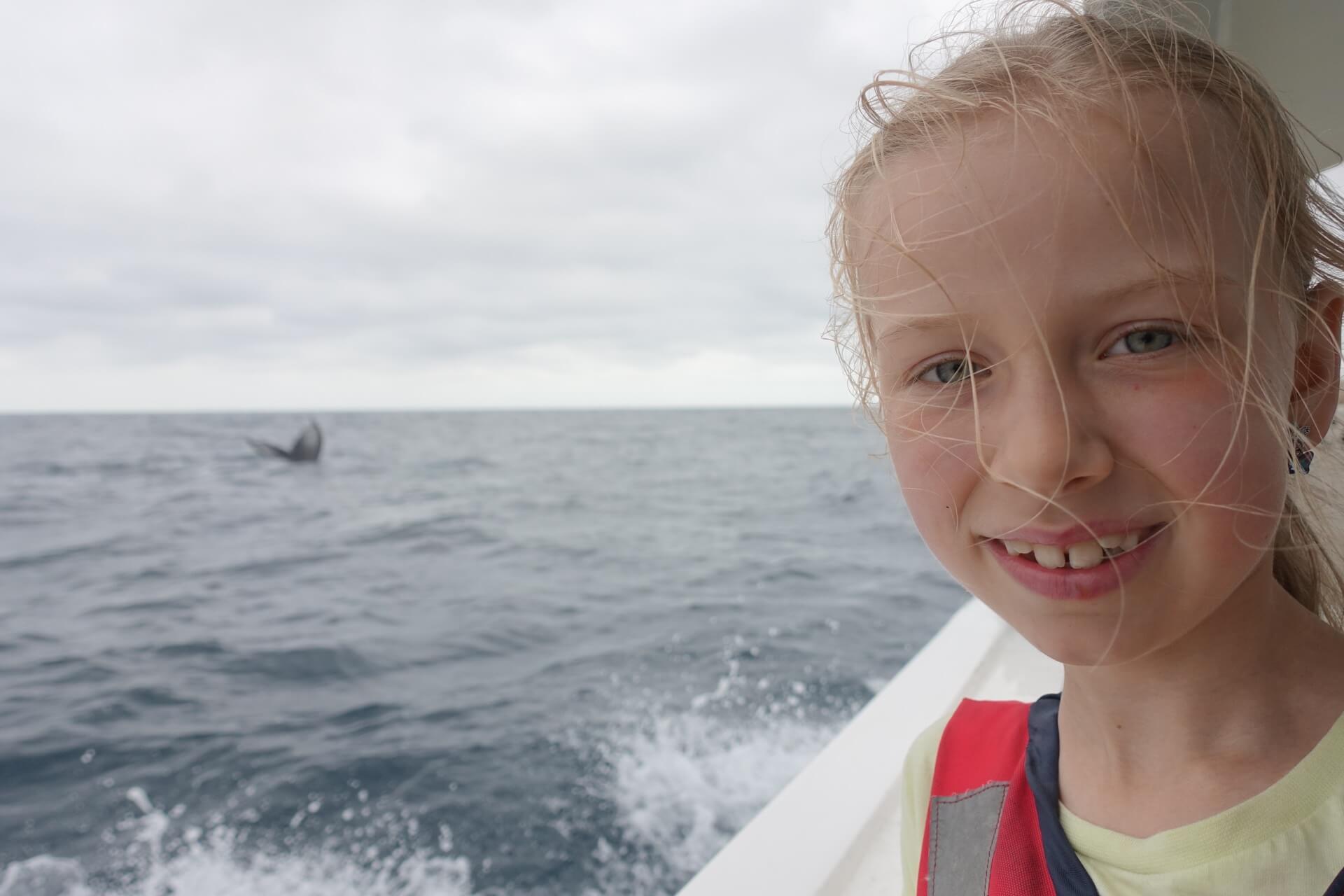Oliwia z wielorybem w tle