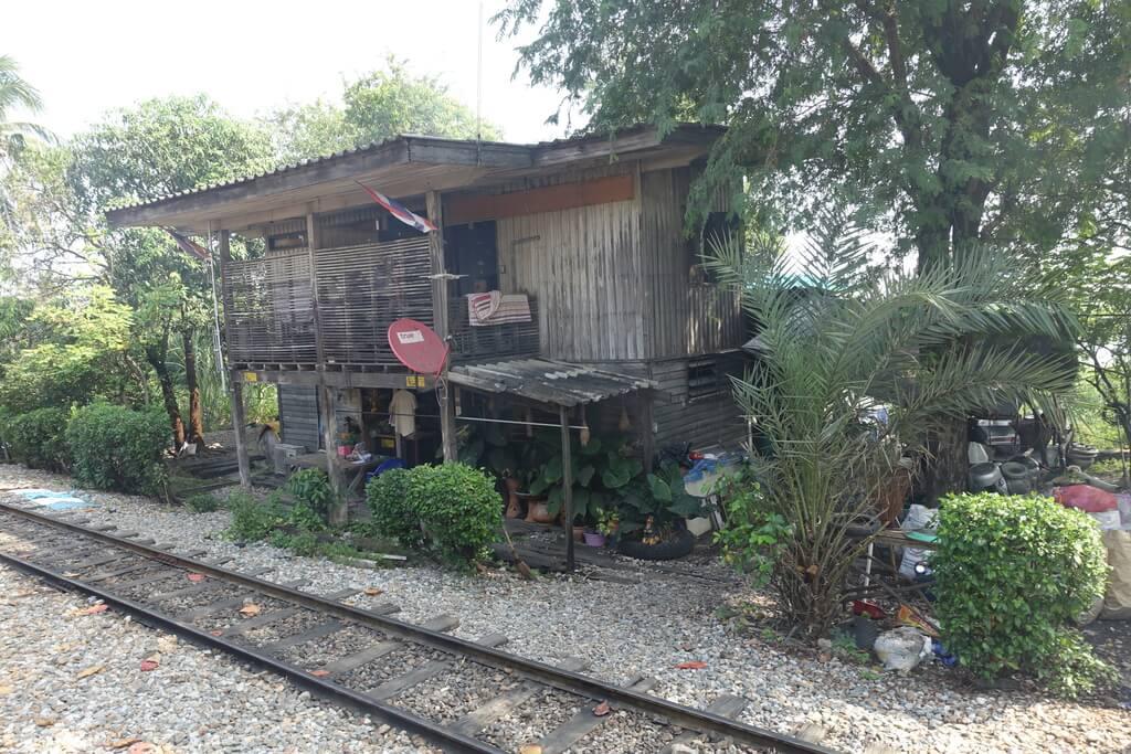 Widoki z okna pociągu do Manachai