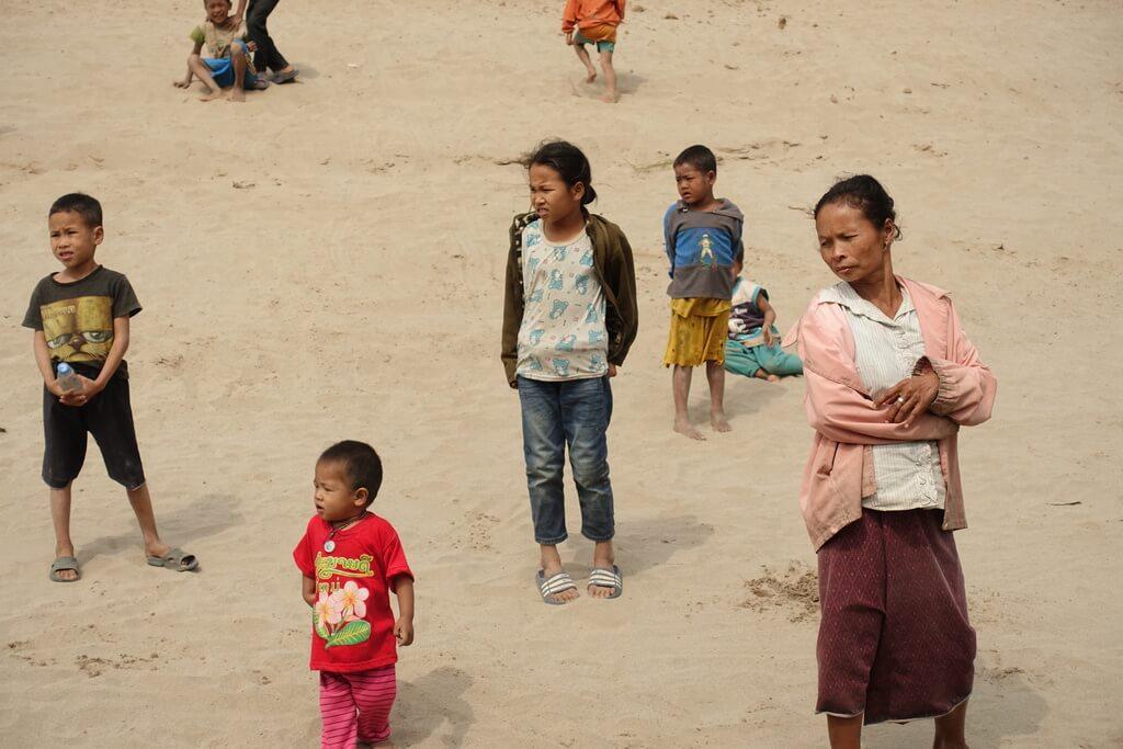 Mieszkańcy wsi nad rzeką Mekong